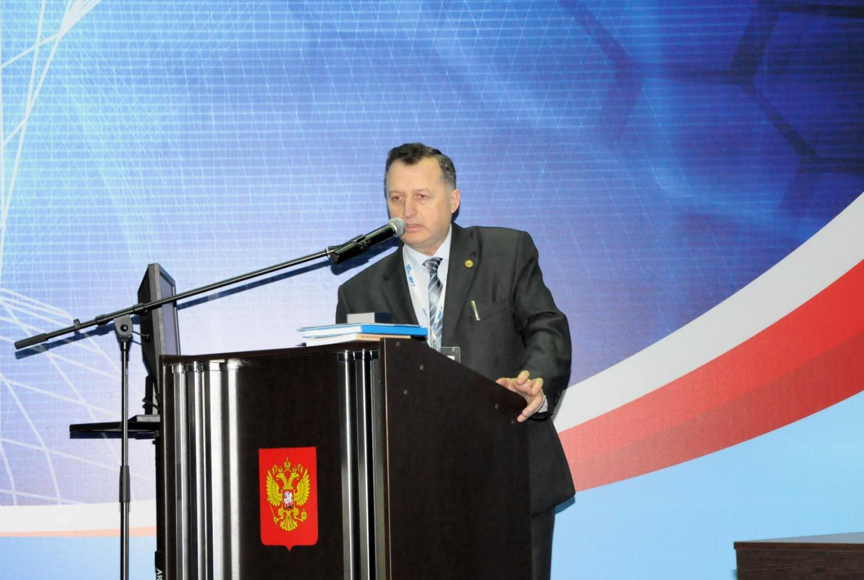 Выпускник отделения журналистики казанского университета, журналист, корреспондент